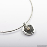 Sterling silver necklace with horn and freshwater pearl 240