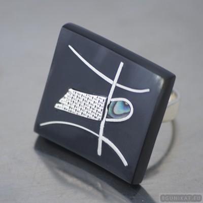 Sterling silver ring 525